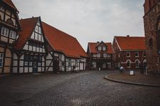 Free Brown And White Wooden Houses Stock Photography - 109916872
