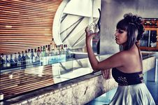 Free Woman In Black And Gray Backless Dress Sitting In Bar Desk Royalty Free Stock Photo - 109917055