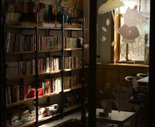 Free Photo Of Wooden Bookshelves Royalty Free Stock Photos - 109917398