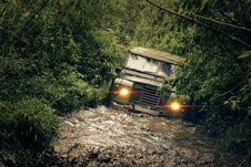 Free Green Car Running Of Flooded Road Stock Photo - 109917440