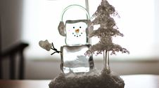 Free Ice Cube Snowman With Headphones Ornament Royalty Free Stock Photography - 109917627