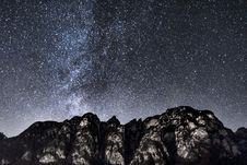 Free Mountain Under Starry Sky During Nighttime Stock Image - 109917771