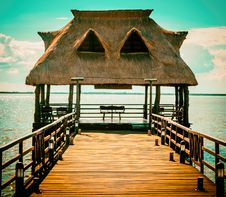 Free Brown Wooden Hut On Pier Royalty Free Stock Images - 109917939