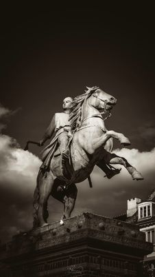 Free Man Holding Axe Rides On Horse Concrete Statue Stock Image - 109917941
