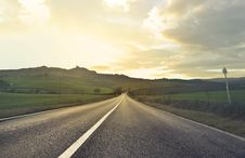 Free Scenic View Of The Field From The Road Stock Photo - 109918010