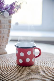 Free Red, White, And Black Ceramic Mug On Table Stock Photo - 109918040