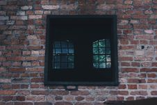 Free Square Black Window On Concrete Wall Royalty Free Stock Images - 109918069