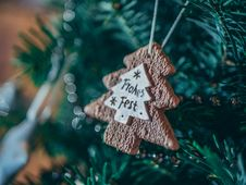 Free Brown Christmass Tree Ornament In Close-up Photo Royalty Free Stock Image - 109918076