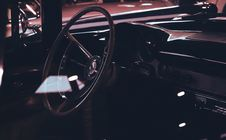Free Classic Car Interior Showing Wooden Steering Wheel Royalty Free Stock Photos - 109918128