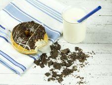 Free Chocolate Donut Beside Chunked Chocolates Stock Photo - 109918660