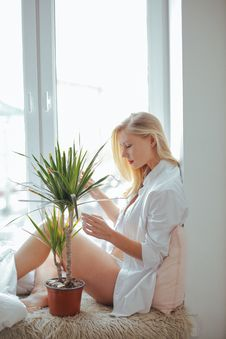 Free Woman Wearing White Long-sleeved Shirt Sitting Beside Green Plant Stock Photos - 109919023