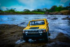 Free Yellow And Black Hummer Miniature Stock Photography - 109919062
