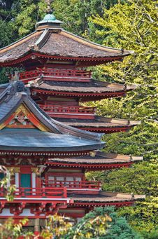Free Red And Blue Temple Behind Green Leaf Trees At Daytime Stock Photo - 109919140