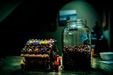 Free Gingerbread House Near Clear Glass Jar Filled With Candies Royalty Free Stock Photos - 109919248