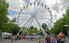 Free Low Angle Photography White Ferris Wheel Royalty Free Stock Images - 109919379