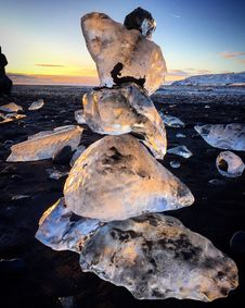 Free Close Up Photo Of Ice Stone On The Ground Royalty Free Stock Photography - 109919807