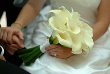 Free Woman In White Wedding Gown Holding White Petaled Flowers Royalty Free Stock Images - 109920139