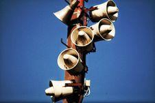 Free Megaphone Speakers On Wooden Post Royalty Free Stock Image - 109920166