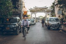 Free Man On A Bike Royalty Free Stock Images - 109920199