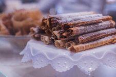 Free Cinnamon Rolls Stock Photography - 109920632