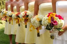 Free Women Wears White And Yellow Tube Strapless Dresses Holding White, Red, And Yellow Bouquet Royalty Free Stock Images - 109920719