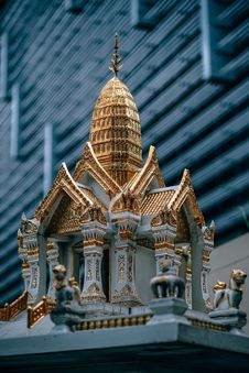 Free Miniature Of White And Gold Temple Royalty Free Stock Images - 109920769
