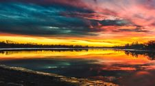 Free Body Of Water Under By Cirrus Clouds During Golden Hour Stock Photo - 109920970