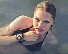 Free Blonde Haired Woman Wearing Black Bikini In Body Of Water Stock Photography - 109921182