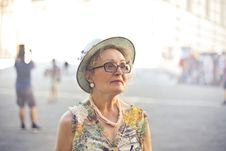 Free Depth Of Field Photography Of Woman In Pastel Color Sleeveless Shirt And White Sunhat Royalty Free Stock Photo - 109921365