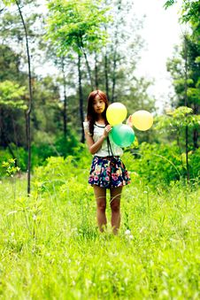 Free Woman Standing On Grass Field While Holding Three Balloons Royalty Free Stock Image - 109921616