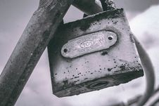 Free Macro Photography Of Gray Metal Padlock On Gray Metal Bar Royalty Free Stock Photography - 109921777