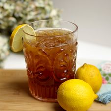 Free Lemon Iced Tea With Lemon Fruits Royalty Free Stock Photo - 109921785