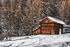 Free Brown Wooden Cabin In Snowy Landscape Near Forest Royalty Free Stock Images - 109921819
