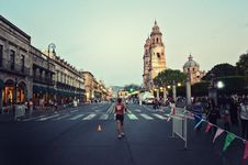 Free Man Running In Marathon Royalty Free Stock Images - 109921859