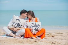 Free Man And Woman Wearing Cloths Sitting On Brown Sand Near Seashore Stock Images - 109921984