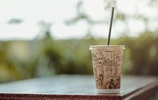 Free Selective Focus Photo Of White Plastic Cup With Lid And Straw Royalty Free Stock Photo - 109922015