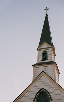 Free Architectural Photography Of White And Green Church Bell Tower Under Clear Sky Royalty Free Stock Photography - 109922047