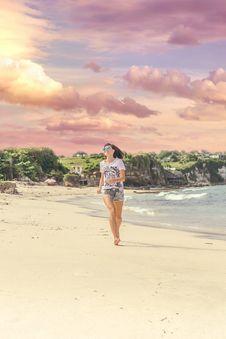 Free Smiling Woman Walking Barefood On Seashore Near Houses Stock Images - 109922124
