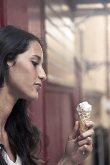 Free Photography Of A Woman Holding Ice Cream Royalty Free Stock Photos - 109922878