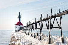 Free Red And White Concrete Lighthouse Surrounded By Snow Near Body Of Water Royalty Free Stock Photos - 109923008