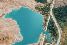 Free Aerial Photo Of Lake Near Highway Royalty Free Stock Image - 109923136