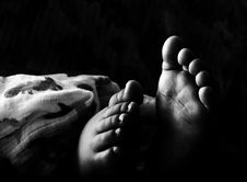 Free Grascale Photography Of Toddlers Foot Royalty Free Stock Images - 109923649