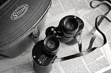 Free Black Stelar Binocular With Bag Royalty Free Stock Images - 109923689