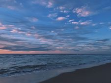 Free Scenic View Of Ocean During Dawn Royalty Free Stock Photo - 109924455