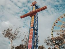 Free People Riding On Amusement Park Blue And Orange Sky Drop Stock Photography - 109924512