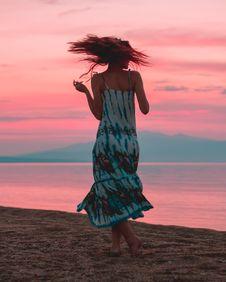 Free Photo Of Woman Wearing Tie Dye Dress Stock Photos - 109924623