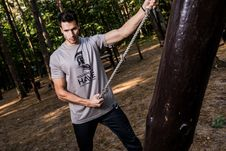 Free Photo Of Man In Gray Shirt Holding Brown Rope Royalty Free Stock Images - 109924779