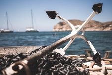 Free White And Black Anchor With Chain At Daytime Stock Photo - 109924840