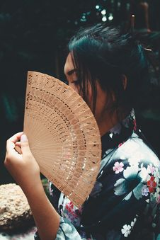 Free Japanese Woman Holding Brown Hand Fan Royalty Free Stock Photography - 109924917