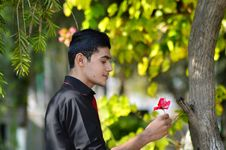 Free Man In Black Shirt Holding Red Petaled Flower Royalty Free Stock Photography - 109925007
